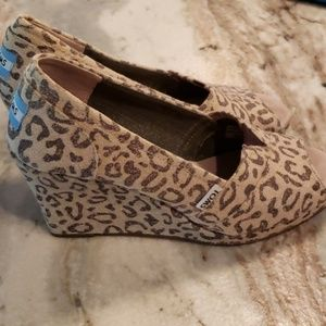 7.5 Tom's leopard wedge shoes